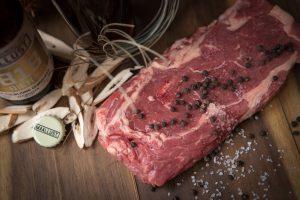 Deze glutenvrije ribeye steak is afkomstig van het Drentse weiderund en verkrijgbaar bij het Drentse Steakhuis , de Steakerij, het glutenvrije restaurant in de buurt van Assen