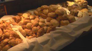Glutenvrije Paasbrunch, verzorgd met heerlijk vers brood. Mooi brunchbuffet met de Pasen bij de Staekerij